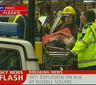 Uno de los heridos sacados del metro en el atentado múltiple.