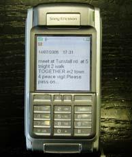 Los convocantes de la marcha se han valido de los mensajes a móvil. (Foto Roberto Bécares)