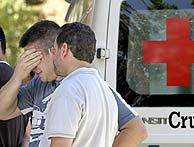 Familiares de las víctimas en el incendio del Alto Tajo, a su llegada al hotel AC de Guadalajara. (Foto: EFE)