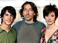 Alejo Sauras y Pilar López de Ayala junto a David Trueba. (Foto: EFE)