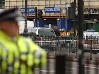 Un policía en la boca de metro de Stockwell. (Foto: AP)