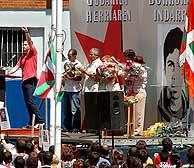 El dirigente de la ilegalizada Batasuna Permach, en un momento del homenaje al etarra. (Foto: EFE)