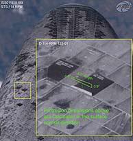 Los salientes del revestimiento térmico detectados en la panza del Discovery. (Foto: NASA)