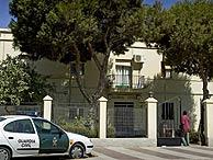 Cuartel de la Guardia Civil de Roquetas donde se produjo la muerte. (Foto: EFE)