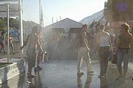 La gente mojada. (Foto: EL MUNDO)