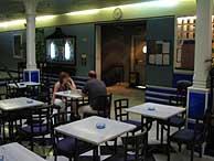 La cafetería de la 'filmo' es un lugar para el debate entre uno mismo y la silla vacía.