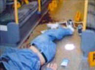 Imagen emitida por la televisión británica del joven tras ser tiroteado en el metro. (Foto: EFE)