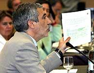 Llamazares ha acusado al Gobierno de seguir la política exterior del PP. (Foto: EFE)