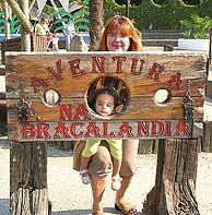En la puerta de Bracalandia.