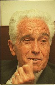 Rafael Termes durante una entrevista. (Foto: BEGOÑA RIVAS).
