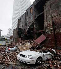 Los fuertes vientos han producido grandes daños materiales. (Foto: AP)