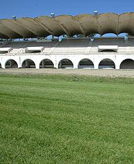 Tribunas del hipódromo de la Zarzuela. (Foto: C. Miralles)