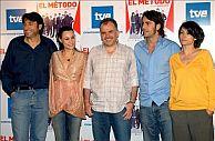 Parte del reparto con Piñeyro (centro), director del filme. (Foto: EFE)