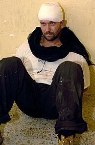 Uno de los soldados británicos detenidos en Basora. (Foto: AP)