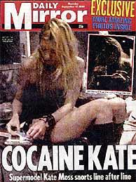 Portada del 'Daily Mirror' donde se ve a Moss cortando la cocaína.