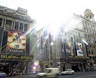 Fachadas del Palacio de la Música y el Cine Avenida. (Foto: Julián Jaén)