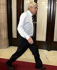 Pasqual Maragall, en los pasillos del Parlamento catalán esta mañana. (Foto: EFE)
