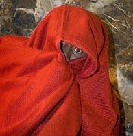 Uno de los inmigrantes llegados en patera a Almería (Foto: EFE)