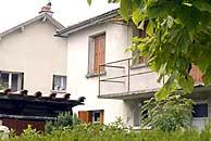 Imagen de la casa en que se han producido las detenciones. (Foto: AFP)