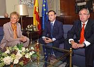 Fernández de la Vega ha recibido en La Moncloa a los máximos responsables de Melilla y Ceuta, Juan José Imbroda y Juan Jesús Vivas. (Foto: EFE)