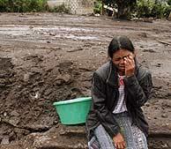 Una mujer llora en Panajab, 180 kilómetros al sur de la ciudad de Guatemala. (Foto: AP)