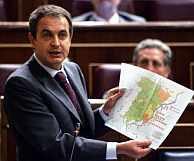 Zapatero, durante una sesión de control. (Foto: AFP)