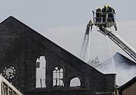 El edificio incendiado. (Foto: AP)