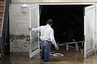 Un garaje inundado en Castell D'Aro. (Foto: E.K.)