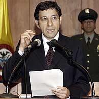 El presidente de la Corte Constitucional, Manuel José Cepeda, anuncia la decisión adoptada. (Foto: AP)