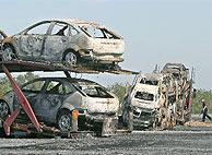 Imagen del estado en que quedaron dos camiones incendiados en Tarragona. (EFE)