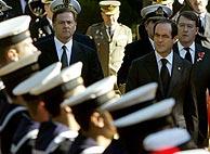 Bono, pasando revista a las tropas. (Foto: AFP)