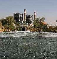 Vertidos de la central térmica en el Tajo a su paso por Aceca. (Foto: Greenpeace)