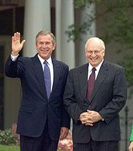 El vicepresidente de EEUU, Richard Cheney, a la derecha del presisdente George W. Bush. (Foto: REUTERS).