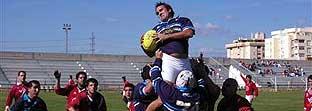 Los jugadores del Club de Rugby Málaga en acción.