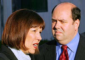 Judith Miller, del NYT, y Matthew Cooper, de la revista Time. (Foto: AP)