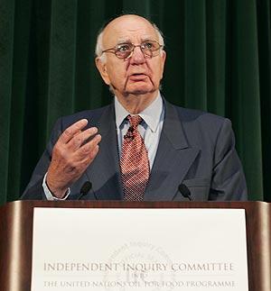 Paul Volcker, responsable de la investigación, durante la presentación del informe. (Foto: AFP)