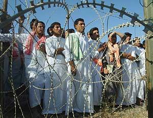 Prisioneros de EEUU en Abu Ghraib. (Foto: REUTERS).