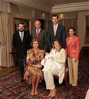 La Infanta, con sus abuelos. (Foto: Casa de Su Majestad el Rey / Borja)