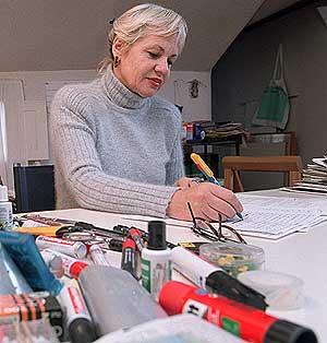 Eva Lootz en pleno proceso creativo. (Foto: Bernabé Cordón).