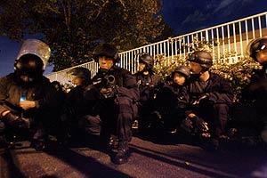 Policías franceses antidisturbios en la ciudad de Tolouse. (Foto: EFE)