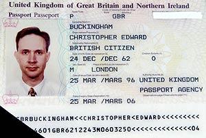 El pasaporte falso. (Foto: AFP)