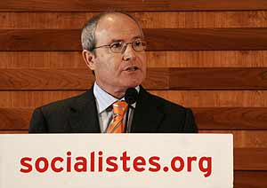 El ministro Montilla, en una rueda de prensa en Barcelona. (Foto: