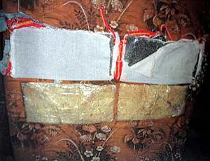 Uno de los cinturones de explosivos que llevaba la detenida. (Foto: EFE)