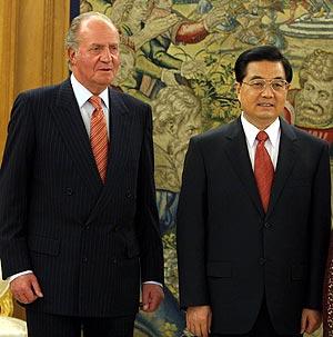 El rey Juan Carlos y el presidente Hu Jintao. (Foto. EFE)