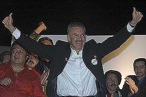Roberto Madrazo celebra su elección en la sede del PRI. (Foto: EFE)
