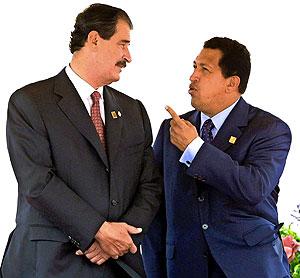 Fox y Chávez, en una imagen recogida en 2001. (Foto: AFP)