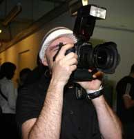 Juan Aguirre haciendo una foto. VEA EL ÁLBUM DEL CONCIERTO