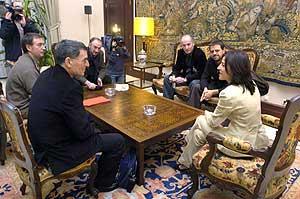 Izaskun Bilbao recibe a los procesados. (Foto: EFE)