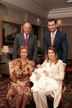 Los Reyes de España y los Príncipes de Asturias junto a la Infanta Leonor. (Foto: CASA REAL)