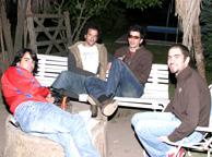 Equipo técnico de Laboratorio Ñ. A la derecha, Rafael Estévez.